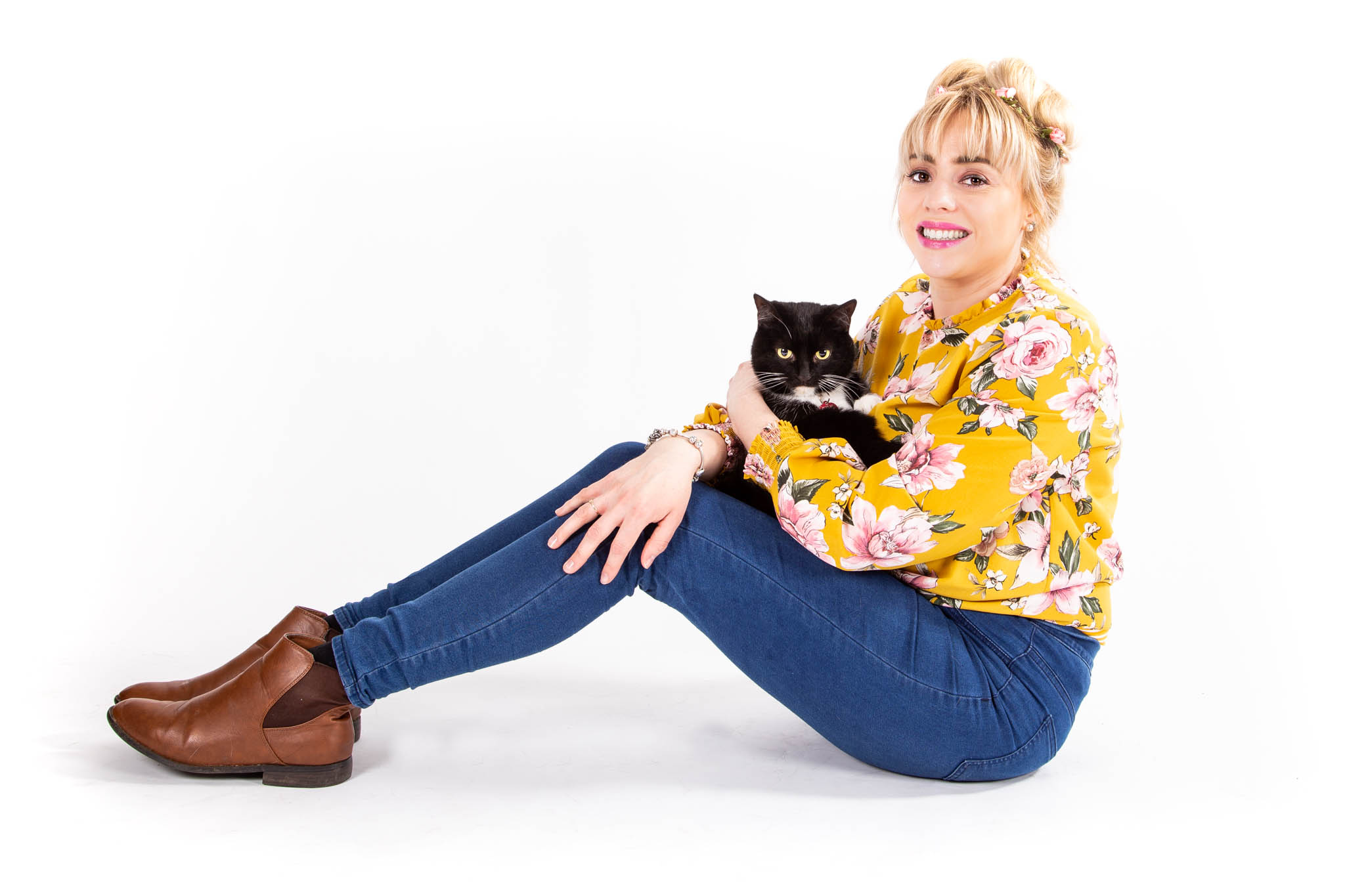 Lady with Cat posing
